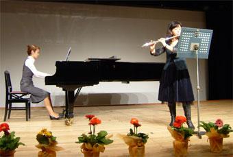 難しいピアソラの曲に挑んだ関内さん。 かっこいい演奏でした!