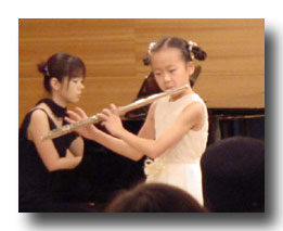 最年少のまゆちゃん。演奏もドレスも可愛かったね。